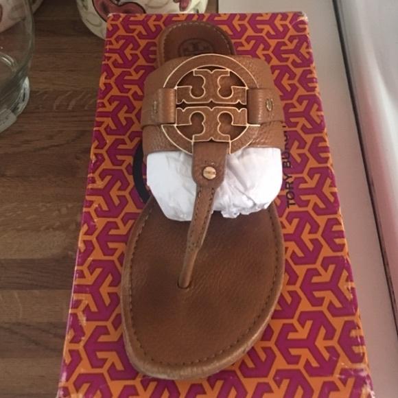 e23612fd0055 Tory Burch Amanda Flat Thong sandal. M 5ae61956b7f72b3e782d290c